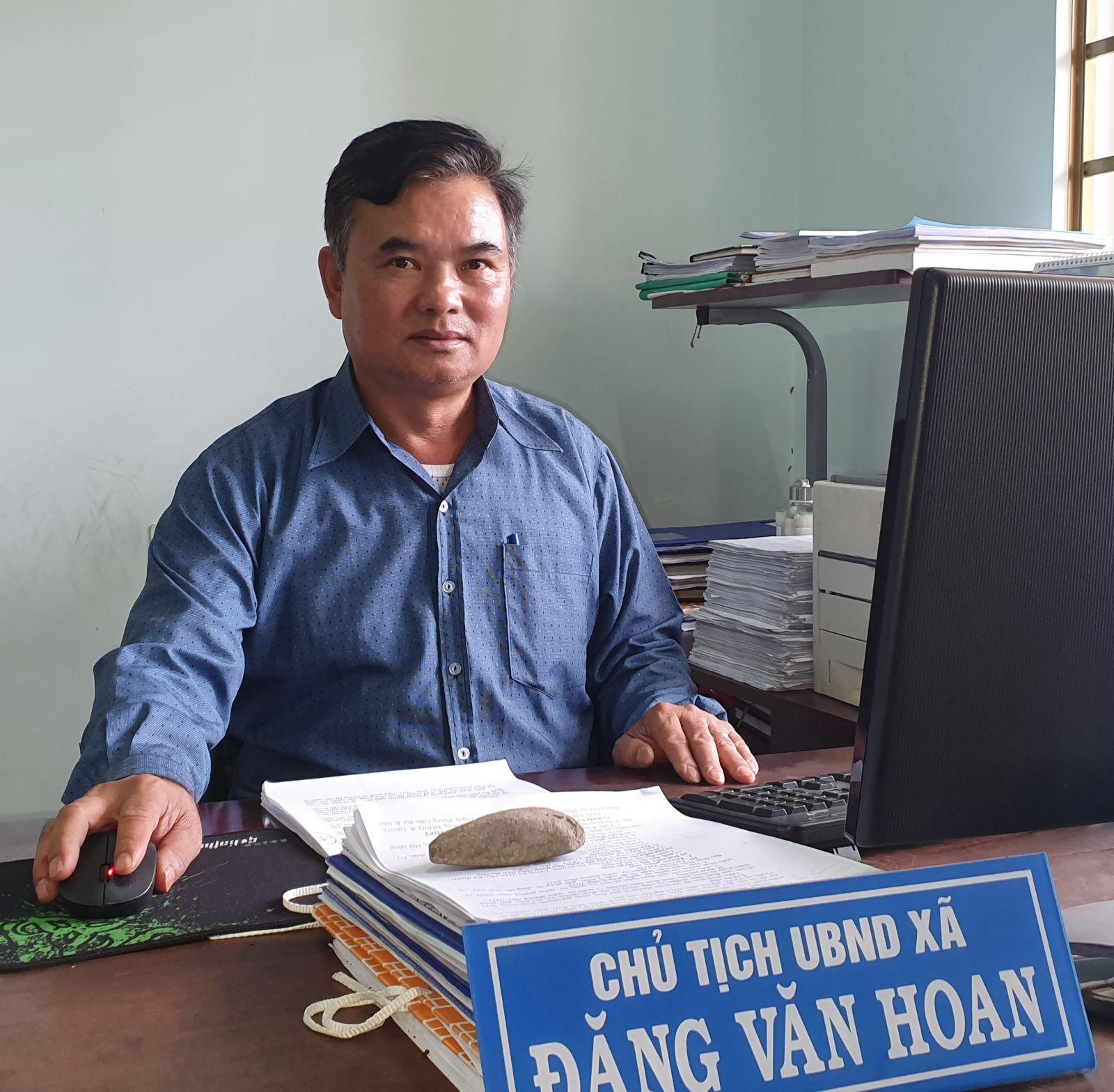 . Ông Đặng Văn Hoan, Phó bí thư Đảng ủy - Chủ tịch UBND xã Cư Suê, huyện Cư M'Gar, tỉnh Đắk Lắk