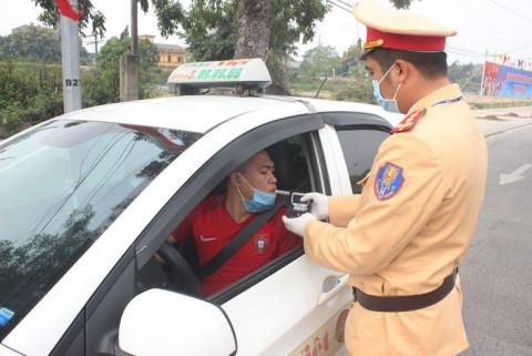 CSGT tỉnh Phú Thọ đảm bảo trật tự an toàn giao thông giữa mùa dịch