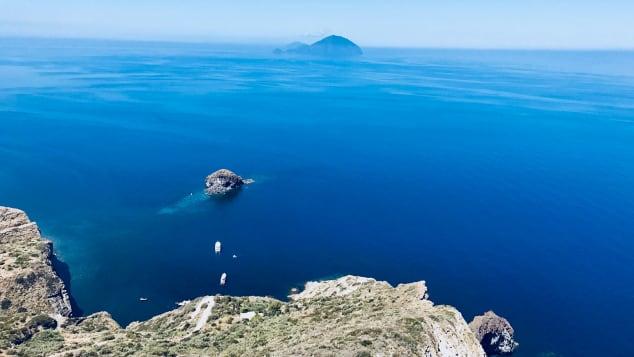 Đảo Filicudi, một trong những hòn đảo hoang sơ và xa nhất