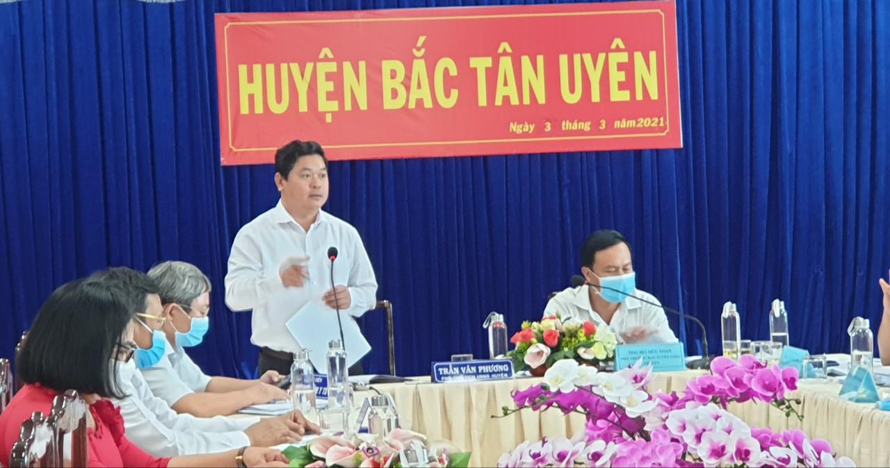 PCT UBND huyện Bắc Tân Uyên, ông Trần Văn Phương nêu những khó khăn về cơ sở vật chất trong điều kiện của huyện