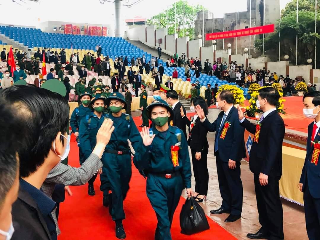 Tại lễ giao nhận quân, lãnh đạo tỉnh, lãnh đạo TP. Uông Bí đã động viên các tân binh lên đường hoàn thành tốt nghĩa vụ, góp sức vào công cuộc xây dựng và bảo vệ Tổ quốc.