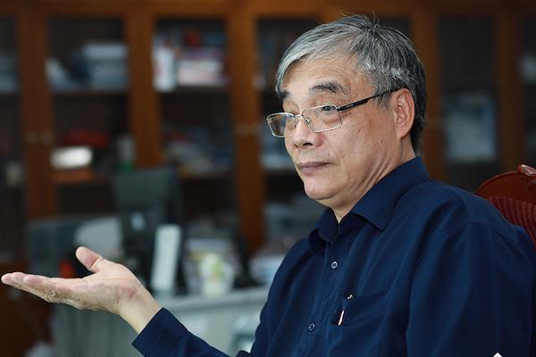 PGS.TS Trần Đình Thiên: Phải biết cách mở cửa nhưng độc lập, tạo giá trị bằng năng lực của mình/ Ảnh vietnamnet