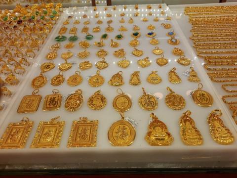 Hôm nay ngày 4/3: Giá vàng tiếp tục giảm 100.000 - 200.000 đồng/lượng
