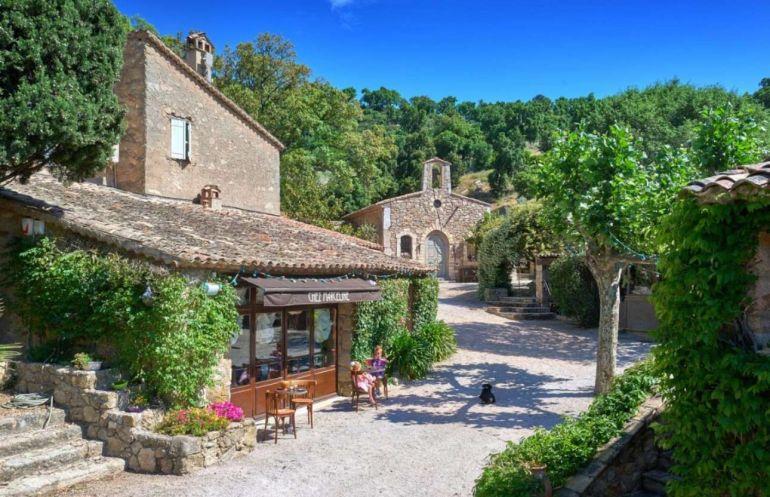 Ngôi làng Pháp hơn 55 triệu USD của tài tử Johnny Depp