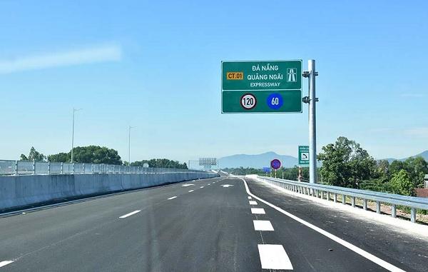 Chủ đầu tư, nhà thầu, tư vấn giám sát và các đơn vị liên quan đã không thực hiện đúng quy định về pháp luật xây dựng tại Dự án cao tốc Đà Nẵng- Quãng Ngãi