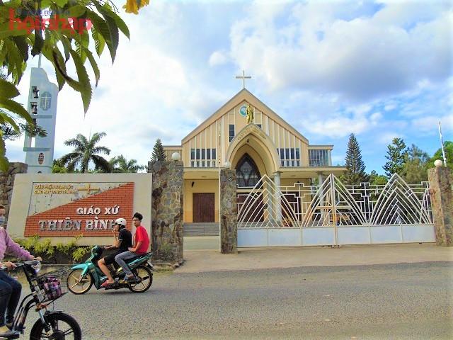 Người dân Thiên Bình tìm đến nhà thờ để gửi gắm niềm tin về cuộc sống yên bình