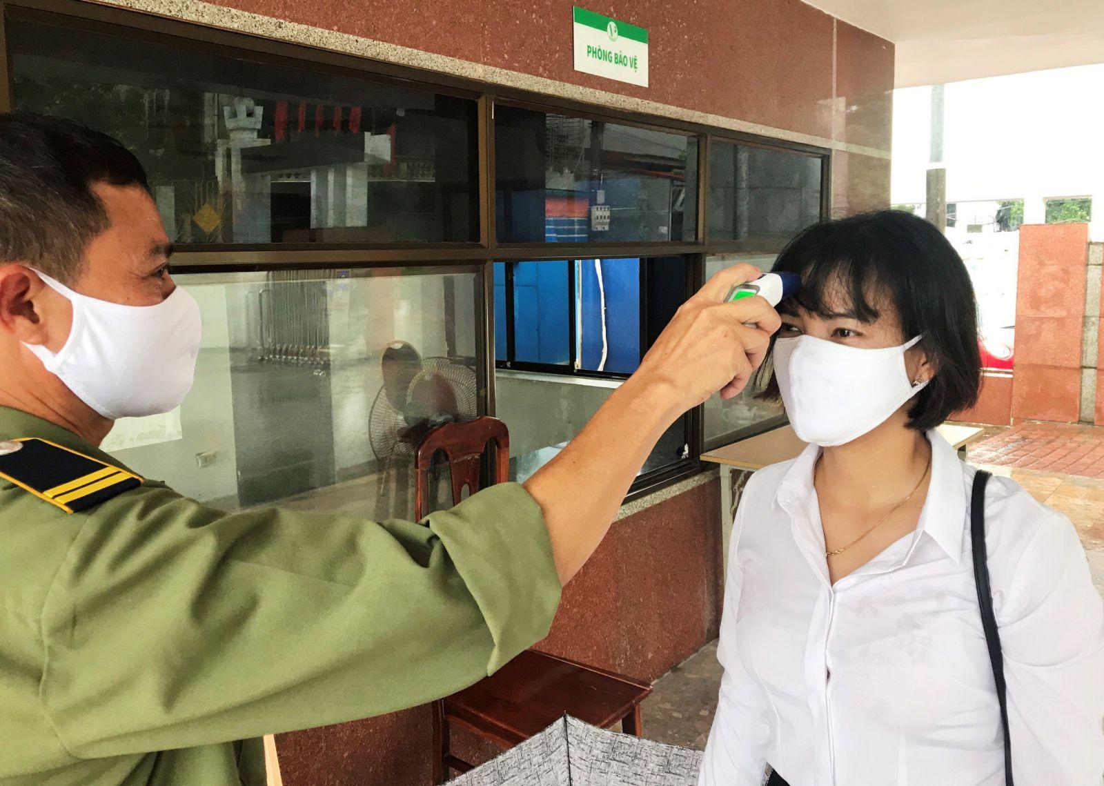 Tổng công ty Giấy Việt Nam, kiểm soát người ra vào công ty để phòng dịch