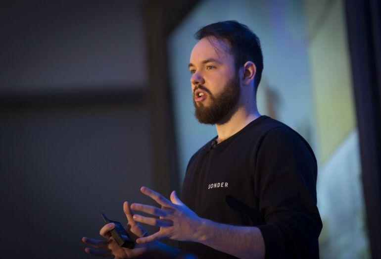 Francis Davidson: Từ một sinh viên bỏ học đến người thành lập đế chế tỷ đô được Jeff Bezos và Elon Musk hậu thuẫn