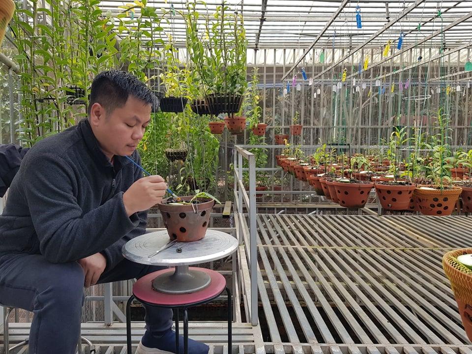 Anh Long- Chủ vườn lan Thành Thắng ở TP Niệt Trì- PT