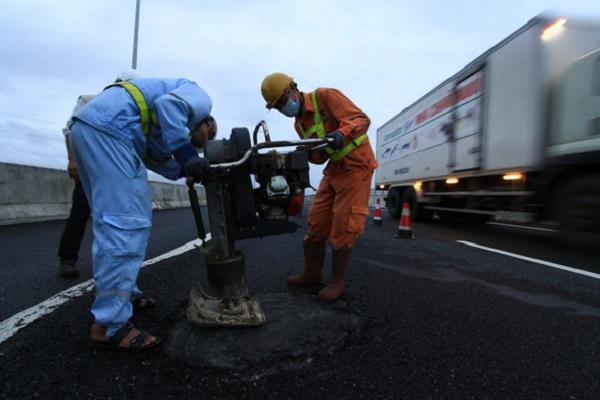 Cách sửa chữa vá víu tại cao tốc Đà Nẵng - Quảng Ngãi thời gian qua không thể khắc phục triệt để hư hỏng