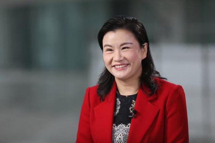 Từ công nhân làm việc lương 1 USD/ngày, Zhou Qunfei trở thành nữ tỷ phú với tài sản ròng trị giá 7,4 tỷ USD