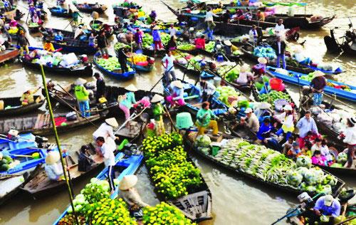 Chợ nổi Cái Răng và chợ nổi Phong Điền là 2 địa điểm tham quan yêu thích của du khách trong nước và quốc tế khi đến Cần Thơ