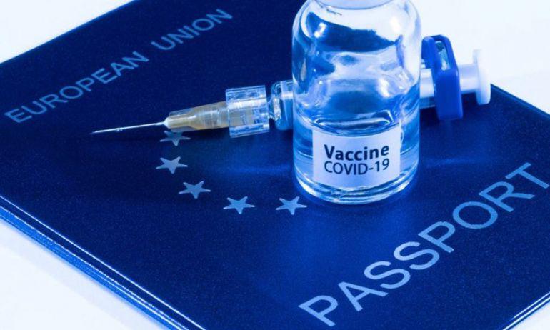 """""""Hộ chiếu vắc xin"""" liệu có là """"ánh sáng cuối đường hầm"""" cho du lịch toàn cầu?"""