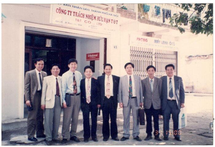 Chủ tịch Đỗ Quang Hiển và ban lãnh đạo tập đoàn T &T trong những ngày đầu mới thành lập