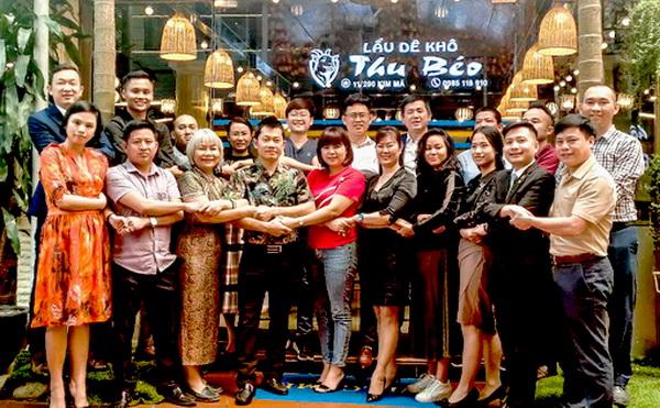 Các thành viên BQT CLB Hội Doanh nhân trẻ Hà Nội chính thức ra mắt cộng đồng doanh nghiệp trẻ Thủ đô.