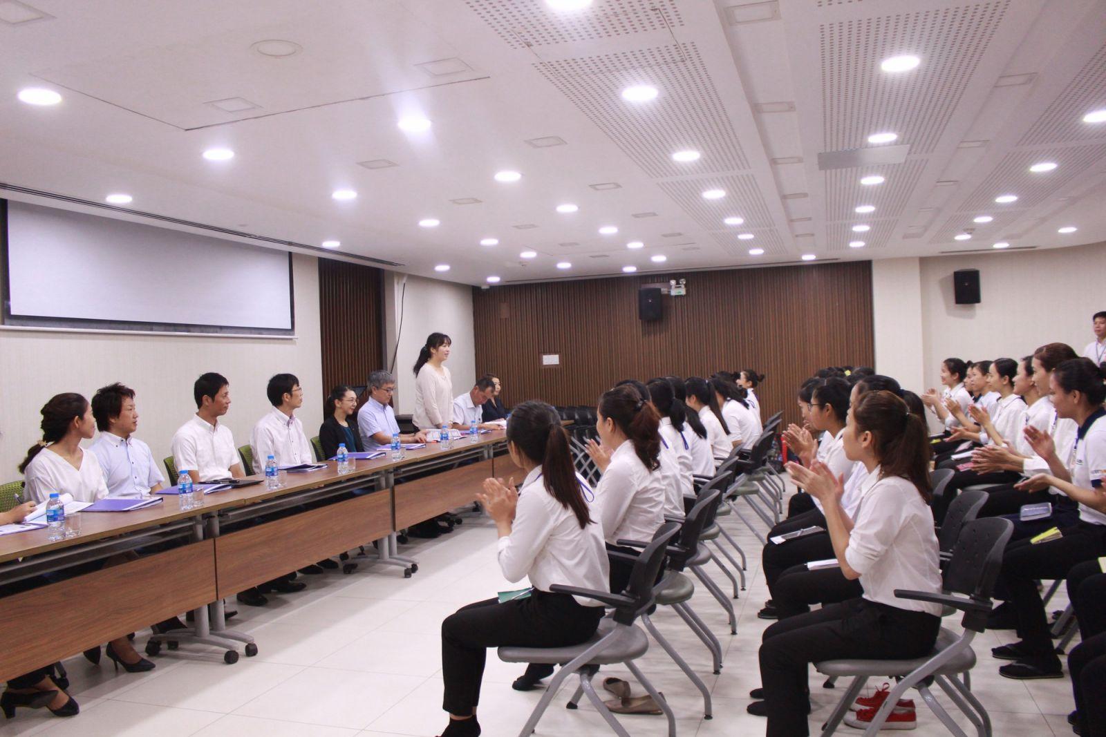 Cục Quản lý lao động ngoài nước trao đổi với doanh nghiệp về việc đưa đón lao động từ nước ngoài