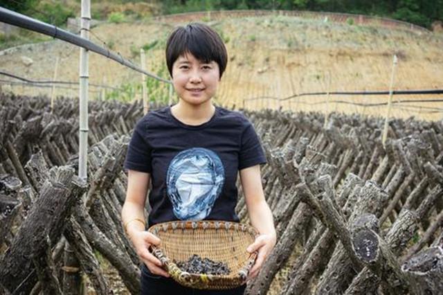 Bỏ việc nhàn hạ ở thành phố, cô gái về quê lập nghiệp giúp 600 nông dân làm giàu