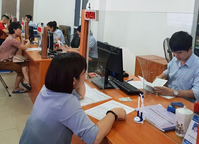 Lao động làm thủ tục hưởng trợ cấp thất nghiệp tại Trung tâm dịch vụ việc làm Hà Nội