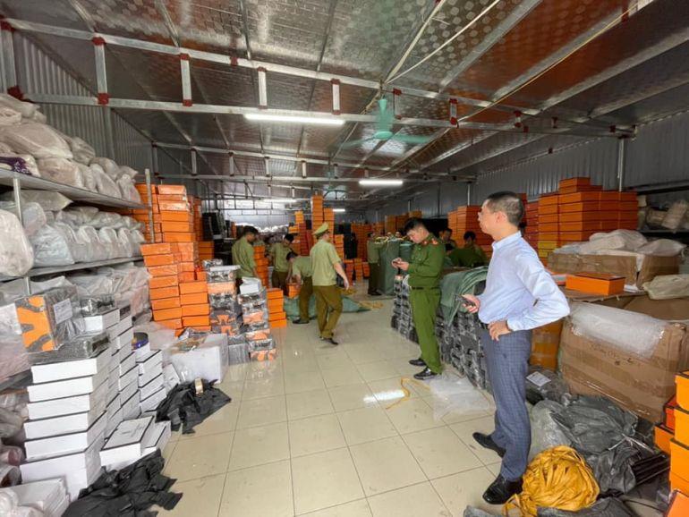 """Kho hàng giả nhãn hiệu Hermès """"lớn nhất miền Bắc"""" bị triệt phá tại Nam Định"""