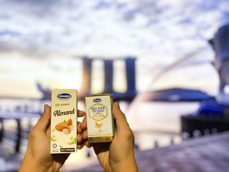 Sữa tươi chứa tổ yến của Vinamilk lần đầu xuất ngoại sang đảo quốc Sư tử