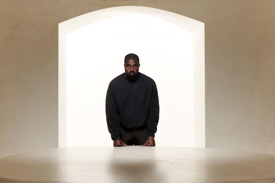 Kanye West, ảnh được chụp bởi Forbes vào tháng 6 năm 2019