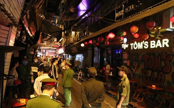 Hà Nội cho phép các quán bar, karaoke, vũ trường được phép hoạt động trở lại từ 0h ngày 23/3.