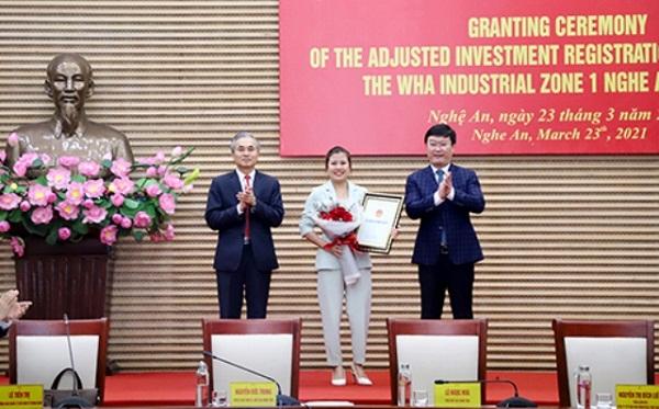 Nghệ An: Trao Giấy chứng nhận đăng ký đầu tư điều chỉnh Dự án WHA