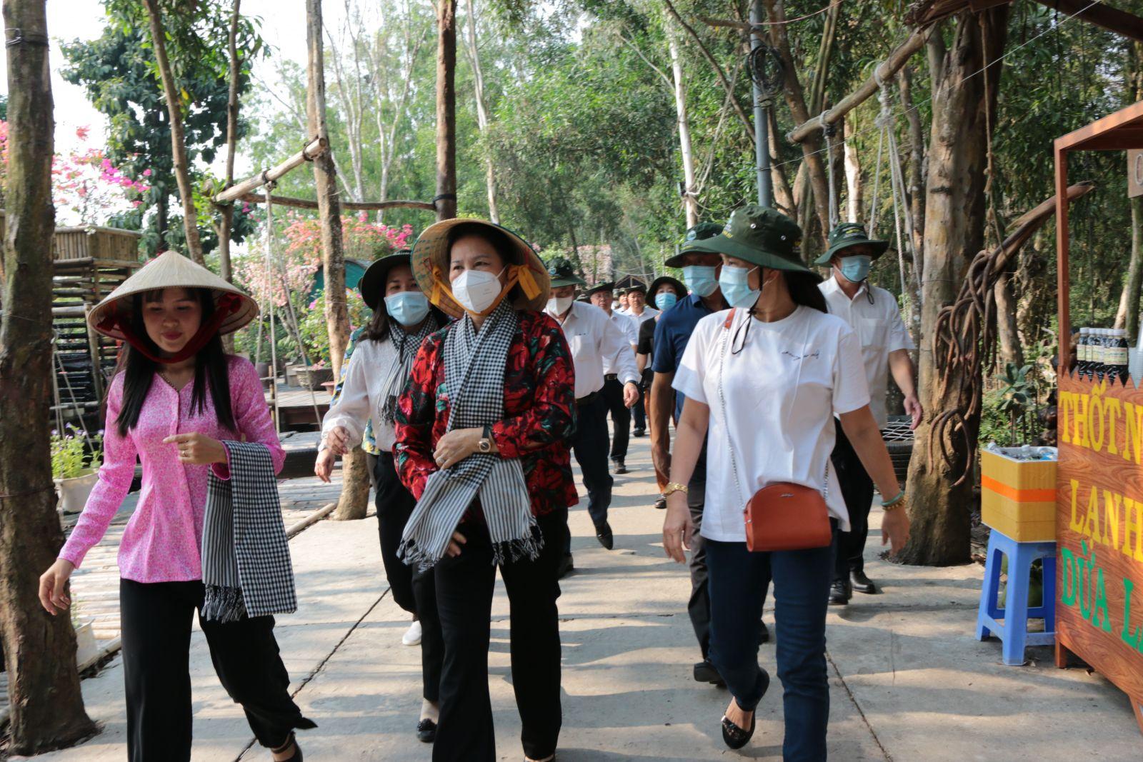 Chủ tịch Quốc hội, Nguyễn Thị Kim Ngân cùng đoàn công tác ấn tượng vẻ đẹp sinh thái nơi đây