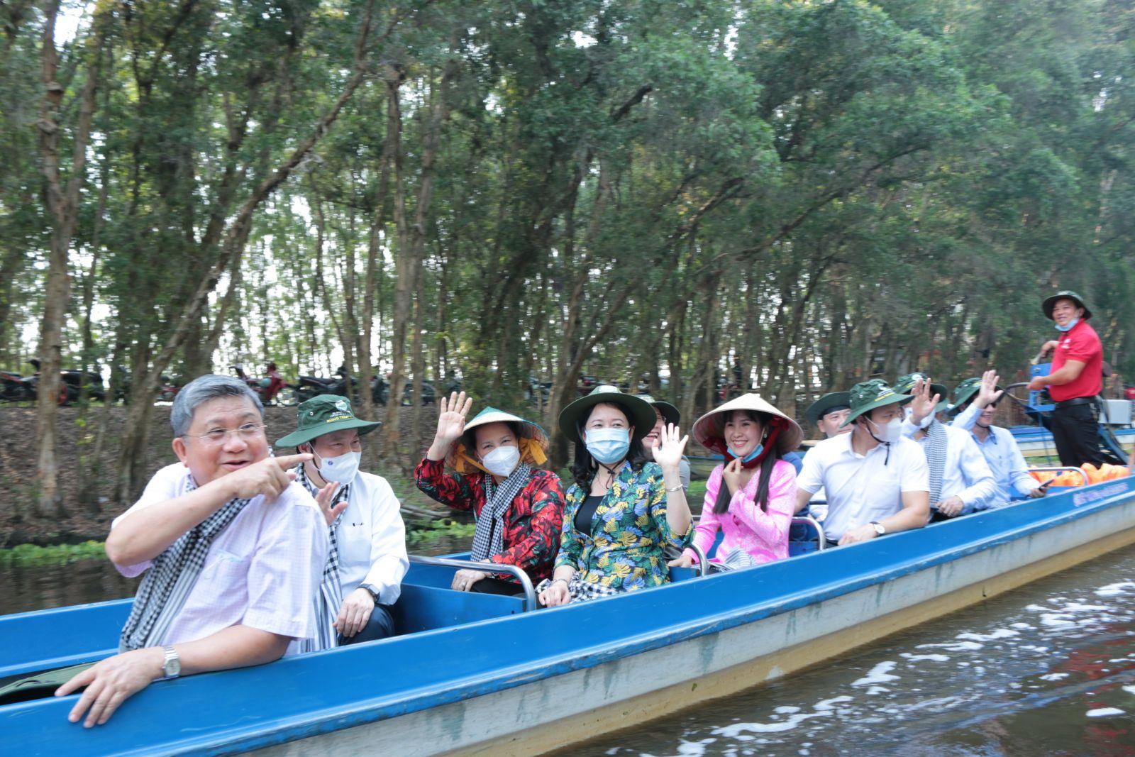 Chủ tịch Quốc hội Nguyễn Thị Kim Ngân đánh giá cao nhà đầu tư đã nỗ lực cho ra đời sản phẩm du lịch mới, độc đáo, tạo thêm điểm đến lý tưởng thu hút du khách