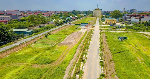 """Bắc Ninh quay cuồng trong """"cơn sốt"""" đất"""
