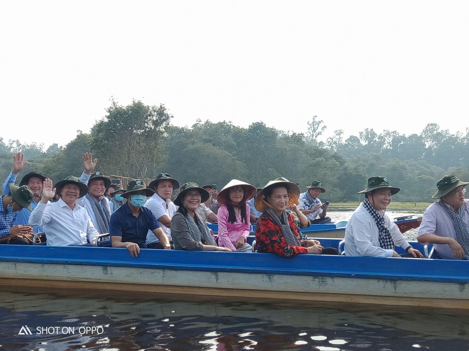 Sau khi tham quan, Chủ tịch Quốc hội đề nghị tỉnh tiếp tục hỗ trợ doanh nghiệp mở rộng, đa dạng hóa các sản phẩm du lịch, góp phần phát triển du lịch cho tỉnh An Giang và ĐBSCL