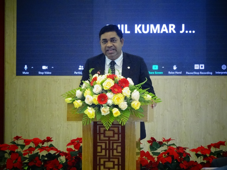 Ông Madan Mohan Sethi Tổng lãnh sứ quán Ấn Độ tại TP.Hò Chí Minh phát biểu tại Hội thảo