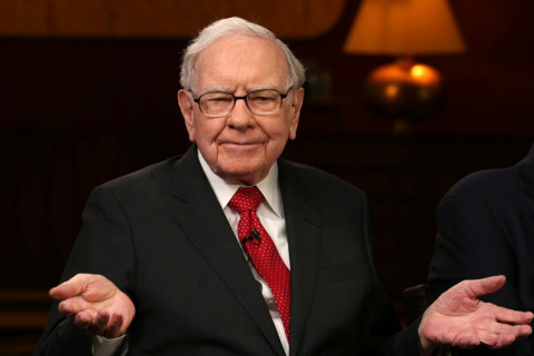 Là nhà đầu tư huyền thoại, mức lương hàng năm của Warren Buffett là bao nhiêu?