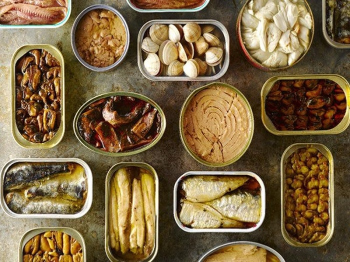 Thực phẩm đóng hộp như cá hộp đang ngày càng lên ngôi nhờ đặc tính tiện lợi, dễ sử dụng của mình, đặc biệt là nhân dịp cỗ bàn, lễ Tết. Ảnh: Internet
