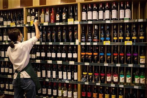 Trung Quốc áp thuế chống phá giá với rượu vang Úc 218%
