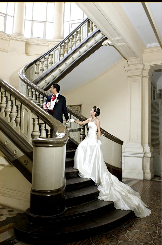 Nhiều cặp đôi lựa chọn Bảo tàng thành phố Hồ Chí Minh làm nơi chụp ảnh cưới (Ảnh: Internet)