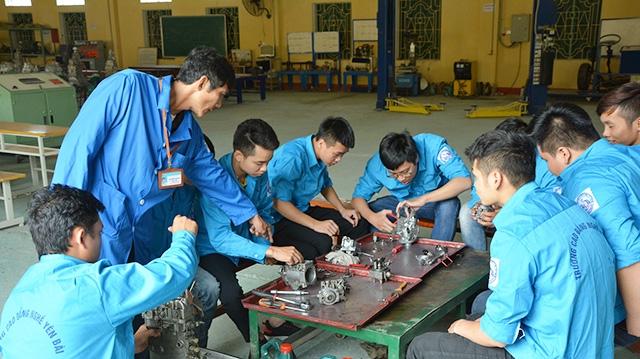 Lớp học nghề sửa xe máy tại Trường Cao đẳng Nghề Yên Bái