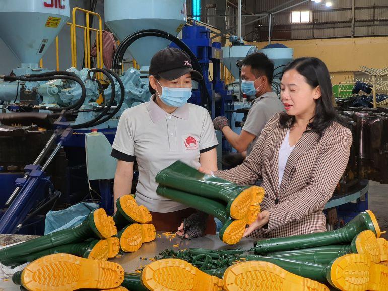 Doanh nhân Nguyễn Thị Dung và sản phẩm nhựa mang thương hiệu Việt Thắng