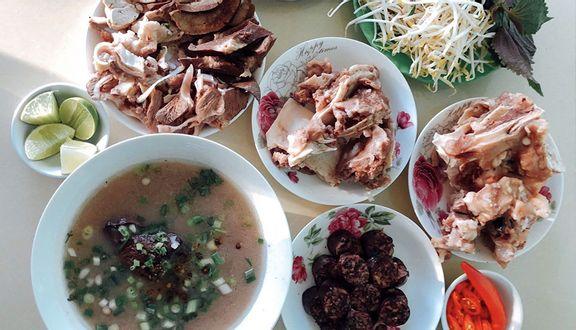 Cháo lòng Cái Tắc là một trong những món ăn hấp dẫn và nổi tiếng nhất tỉnh