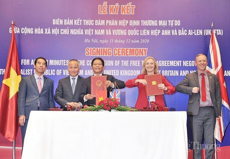 Doanh nghiệp Việt tự chứng nhận xuất xứ để được hưởng ưu đãi từ UKVFTA