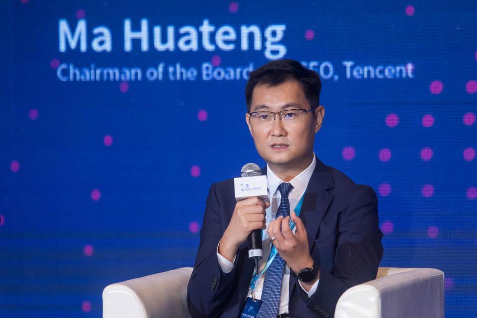 Ma '' Pony '' Huateng, chủ tịch kiêm giám đốc điều hành của Tencent Holdings Ltd., phát biểu trong Diễn đàn Khu vực Vịnh Lớn Kong-Macao tại Hồng Kông, Trung Quốc, vào ngày 20 tháng 6 năm 2017.