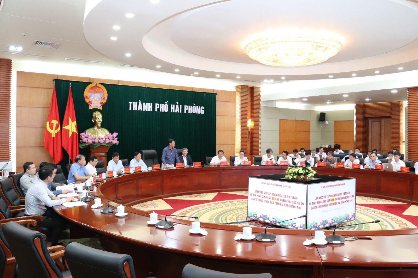 Toàn cảnh cuộc họp giữa Chủ tịch UBND TP Nguyễn Văn Tùng với Tập đoàn Điện lực Việt Nam tại thành phố Hải Phòng.