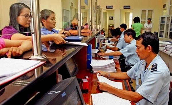 Tổ chức, cá nhân thực hiện thủ tục hải quan đối với hàng hóa, phương tiện quá cảnh Việt Nam phải nộp lệ phí hàng hóa, phương tiện quá cảnh theo quy định