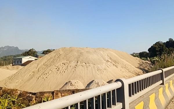 Khu vực dự trữ khoáng sản quốc gia phải được bảo vệ nghiêm ngặt theo quy định của Luật Khoáng sản, Nghị định của Chính phủ quy định chi tiết thi hành một số điều của Luật Khoáng sản và Nghị định 51/2021/NĐ-CP