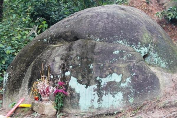 Tương truyền đây là mõ đá tiên của ngôi chùa cổ