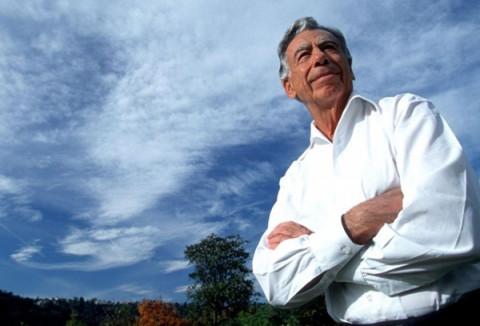 Kirk Kerkorian - từ cậu bé bán báo rong, sống trong khu ổ chuột thành tỷ phú nước Mỹ