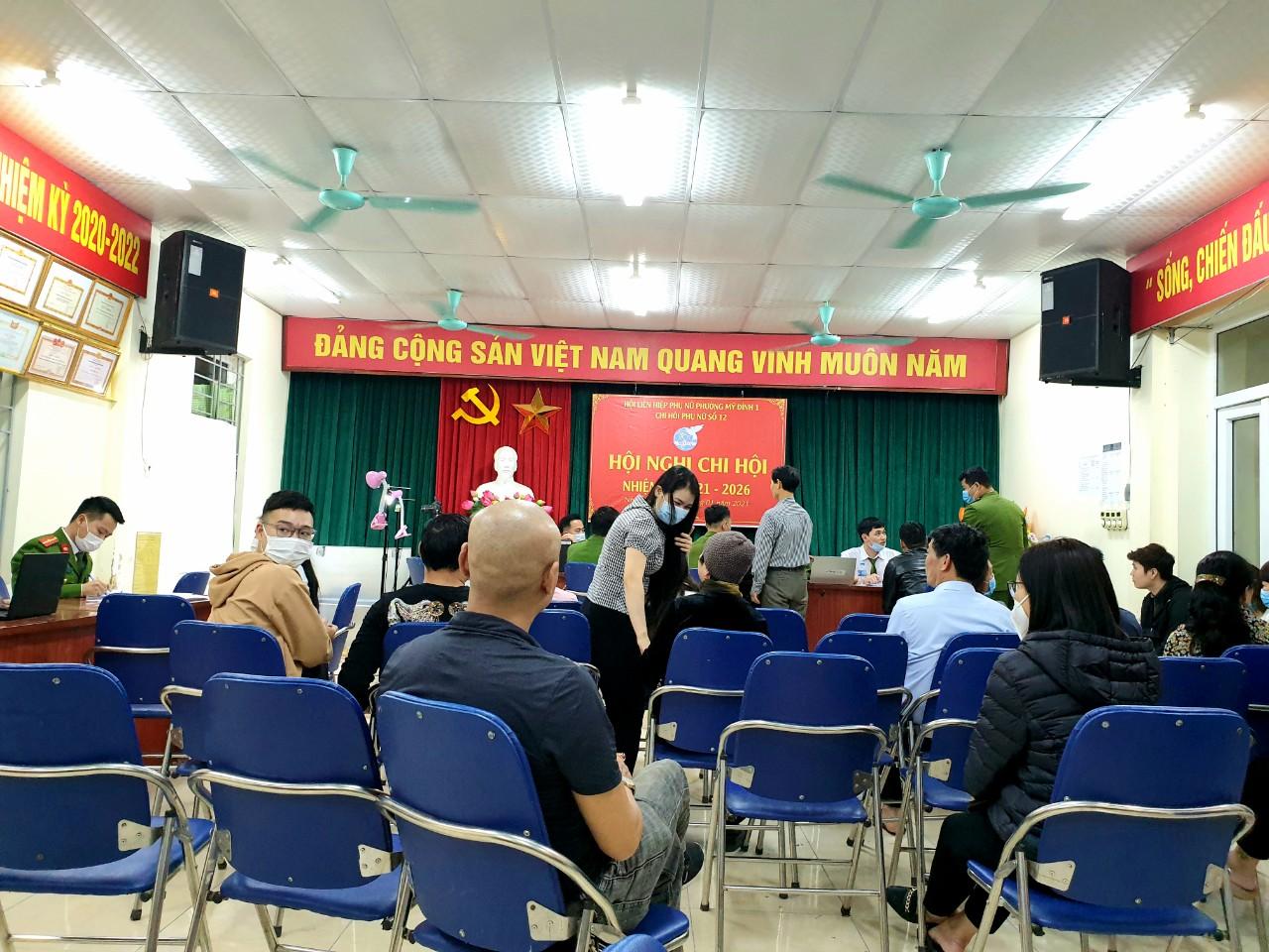 Công an quận Nam Từ Liêm (Hà Nội) thực hiện thay đổi Thẻ CCCD gắn chíp cho công dân tại phường Mỹ Đình 1