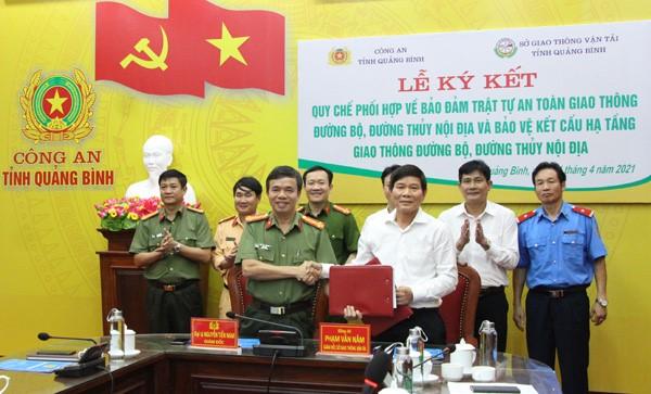 Quảng Bình: Ký kết quy chế phối hợp giữa Công an tỉnh và Sở Giao thông Vận tải