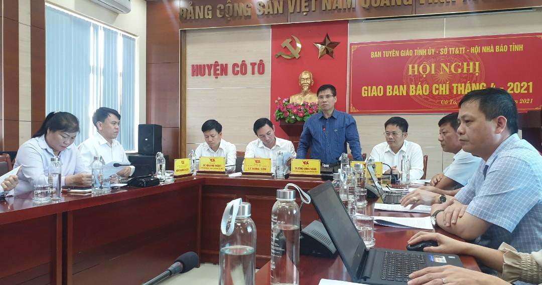 Toàn cảnh hội nghị giao ban báo chí tại UBND huyện Cô Tô, nhân dịp kỷ niệm 60 năm ngày Bác Hồ về thăm Cô Tô (09/05/1961 – 09/05/2021).