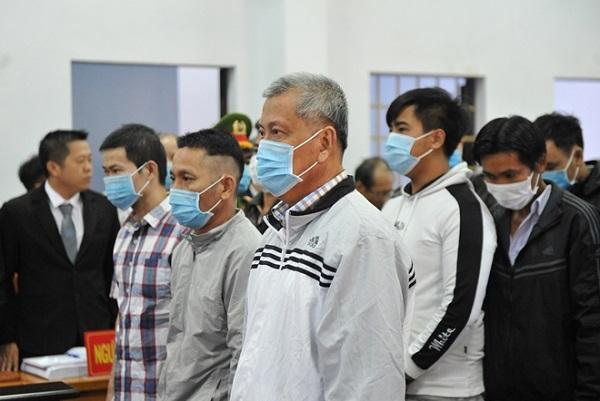 Bị cáo Trịnh Sướng cùng các đồng phạm tại phiên xét xử hôm 12/2/2021